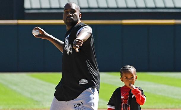 Канье Уэст сыграл в бейсбол с сыном, как когда-то с мамой