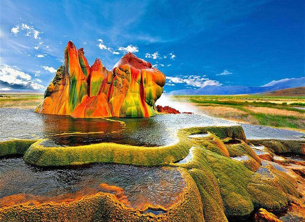 Рукотворное чудо природы: маленький гейзер Флай