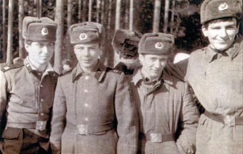 Роман Абрамович (на фото Абрамович первый слева) армия, знаменитости, фото