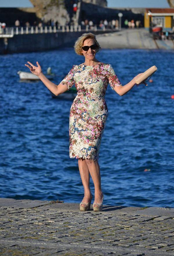 Актуально — подборка ярких летних платьев для женщин, которым за 40