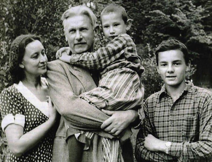 Александр Фадеев с семьей | Фото: kino-teatr.ru