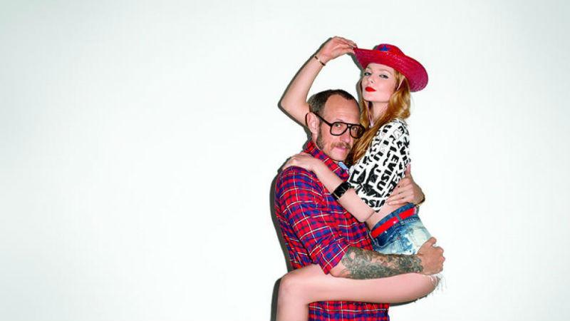 С эротическим фотографом Терри Ричардсоном отказываются работать из-за «приставаний»