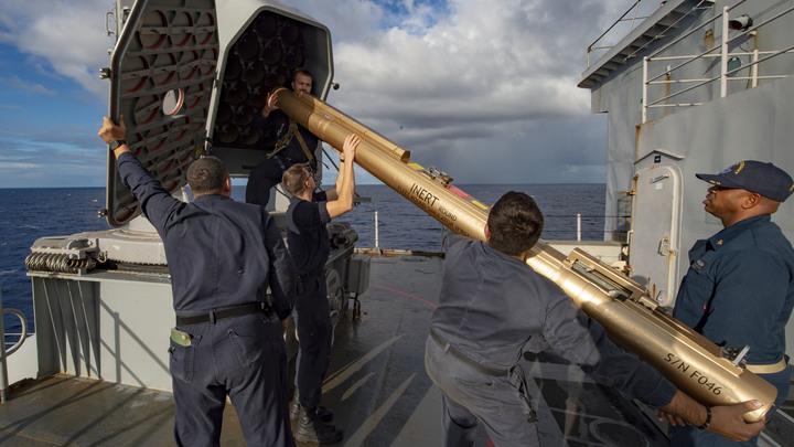 """""""Взял на контроль"""": Корабль """"Пытливый"""" следит за американским Fort McHenry в Черном море"""