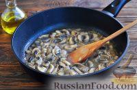 Фото приготовления рецепта: Грибы в сметанном соусе - шаг №6