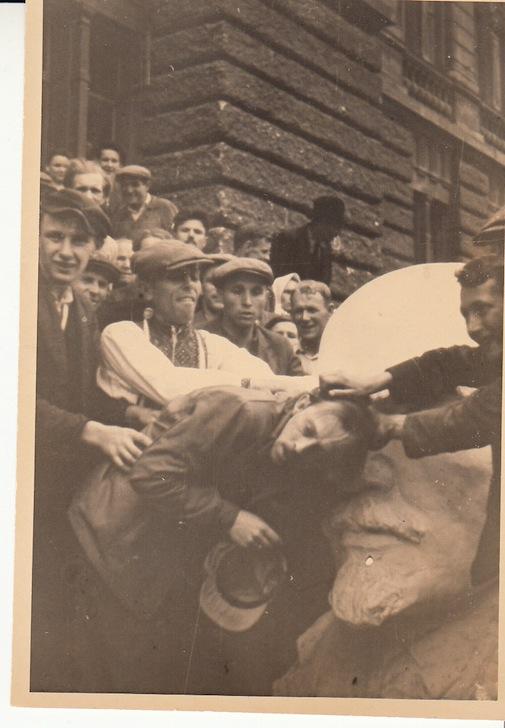 Зверства нацистов и бандеровцев против львовских евреев, фото - Киев. «The Kiev Times»