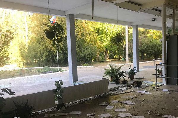 В Керчи семья юноши, которого приняли за убийцу, боится выходить из дома
