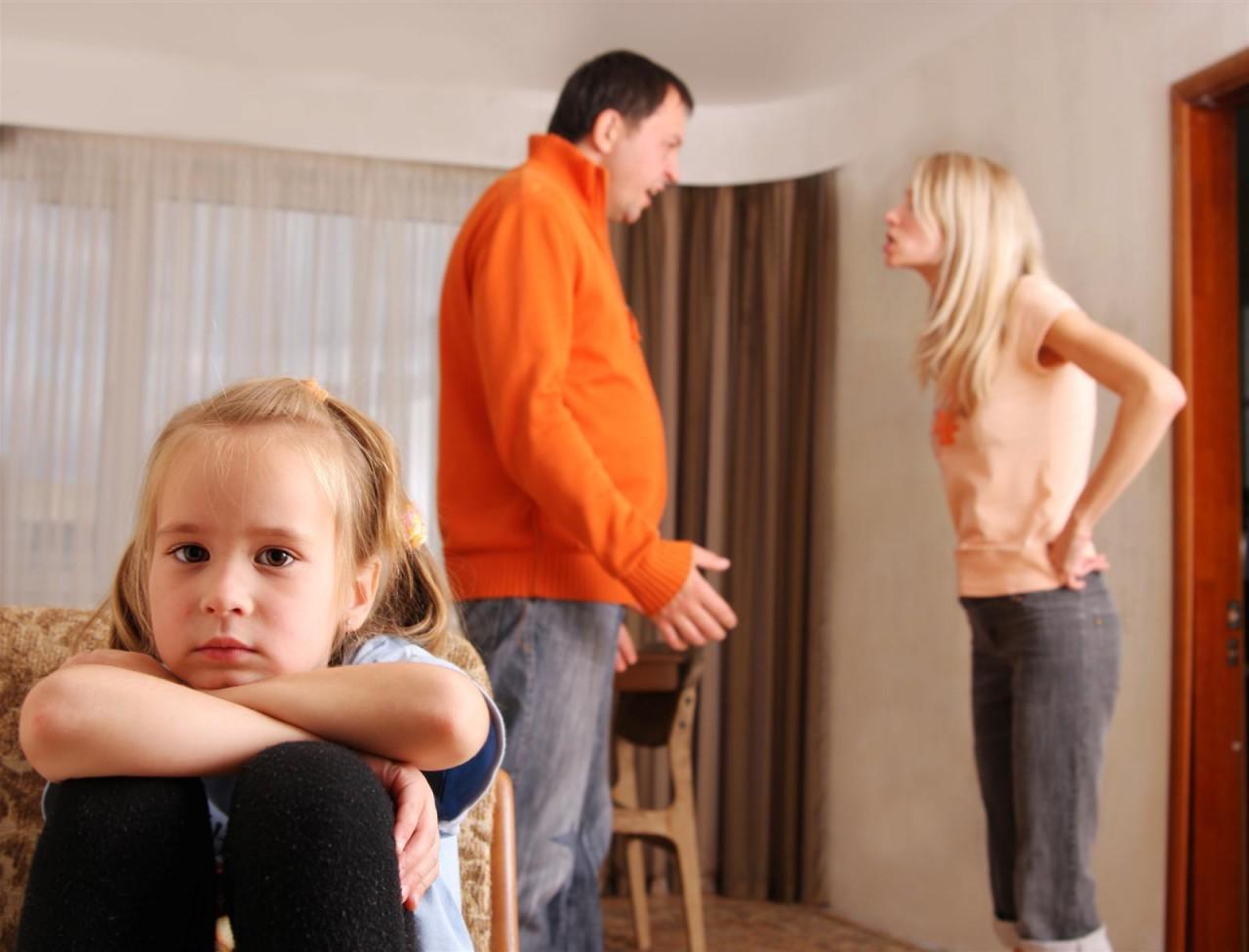 Можно ли при детях осуждать негативные поступки родственников?