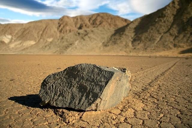 """Феномен """"ползающих камней"""". Тайна наконец-то раскрыта(4 фото)"""