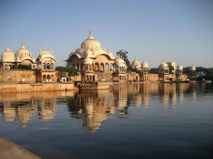 Священный город Вриндаван – город вдов.