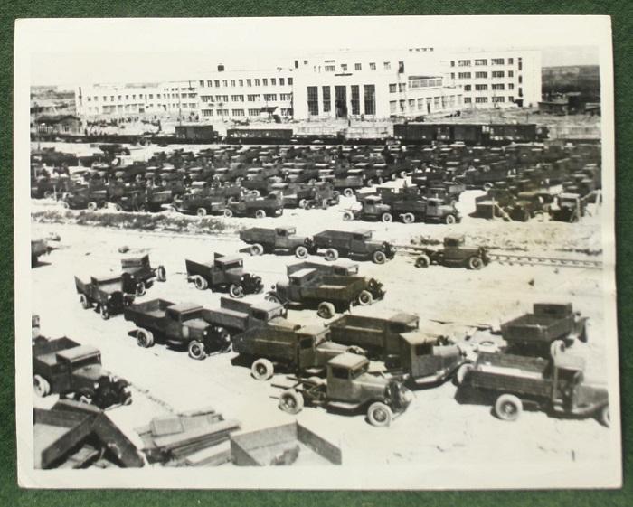 Завод был основан в 1932 году в Нижнем Новгороде.