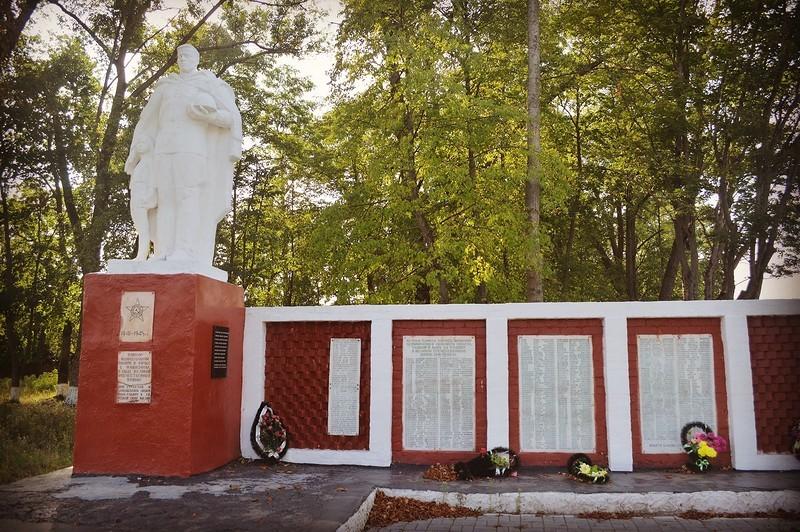 Подбор памятников Новозыбков Лампадка из габбро-диабаза Ступино