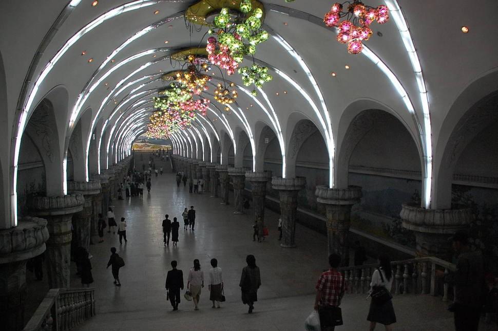 MetroStations23 17 самых волшебных станций метро со всего мира