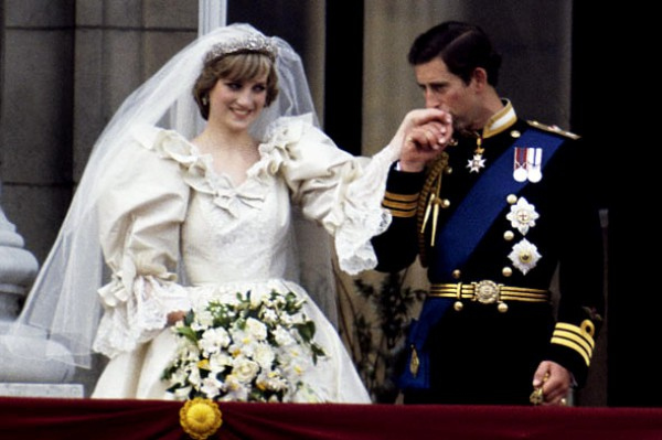 Body Language Experts Compare Princess Diana and Kate