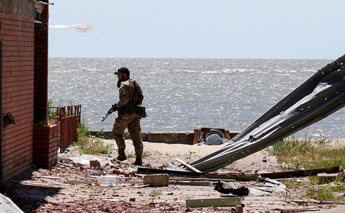 Крымчане в шоке! Правый сектор разгуливает по пляжам Крыма (ФОТО)