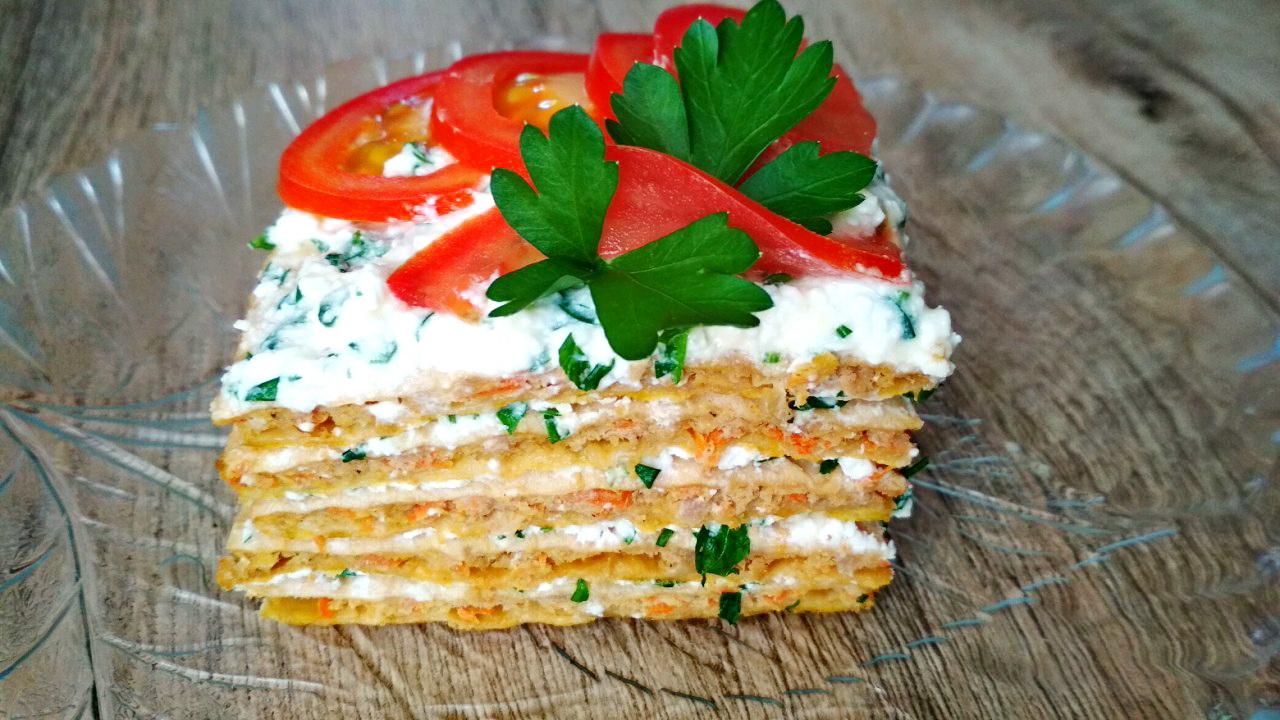 Шикарный мясной торт с брынзой и зеленью