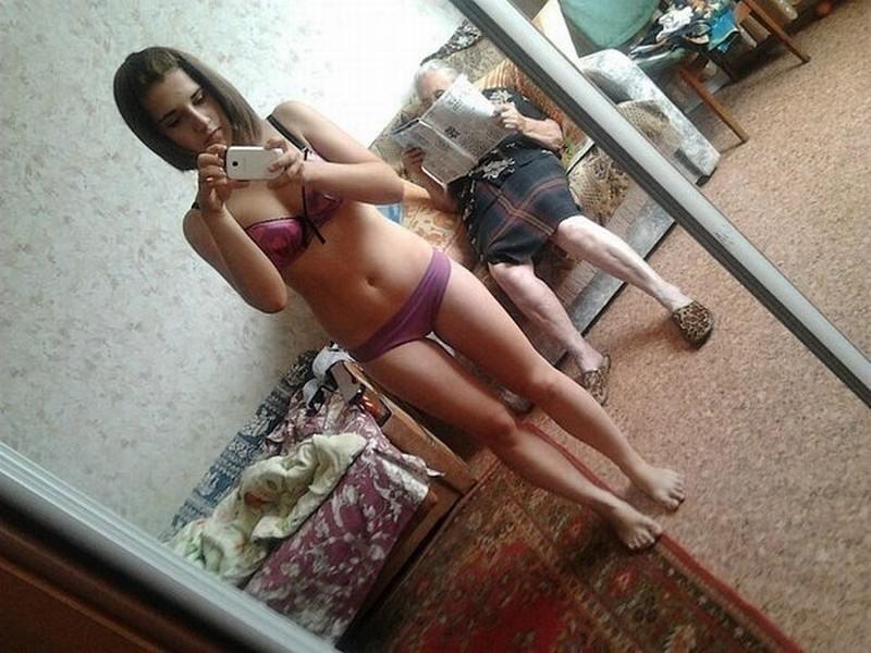 Интимные снимки горячих студенток в подъезде и дома  485382