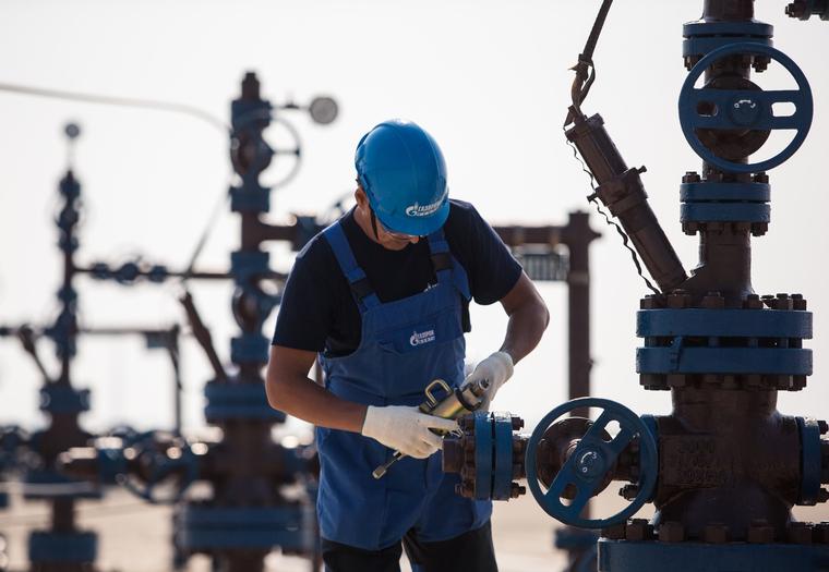 Нефтяники попросили у правительства льготы на 200 млрд рублей. Шантажируют ценами на бензин