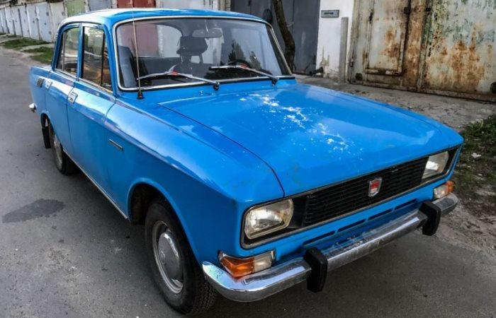 Автомобильный клад: в гараже найден Москвич-2140 с крошечным пробегом и в идеальном состоянии