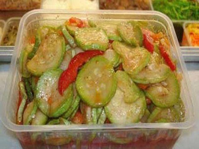 Вкусные остренькие кабачки по-корейски