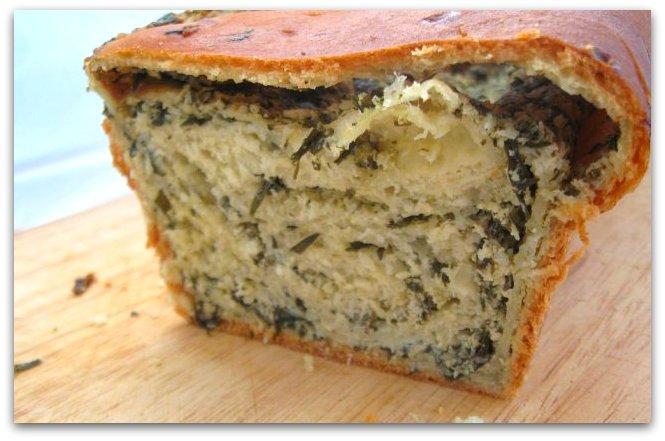Словенская выпечка (potica) с эстрагоном и орехами