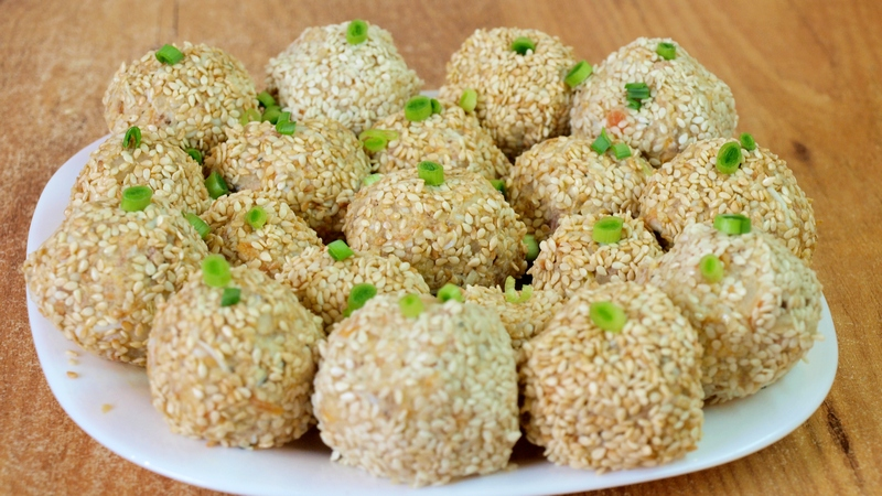 Салатные шарики Мимоза - видео рецепт