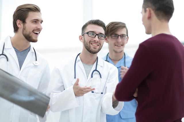 Без клятвы Гиппократа. Как врачи с купленными дипломами губят людей