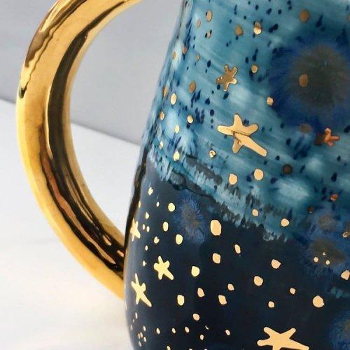 Завораживающая «галактическая» керамика от художницы Наоми Зингер