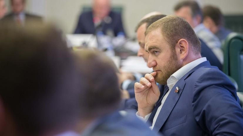 Источник сообщил о задержании сенатора Арашукова в здании Совфеда