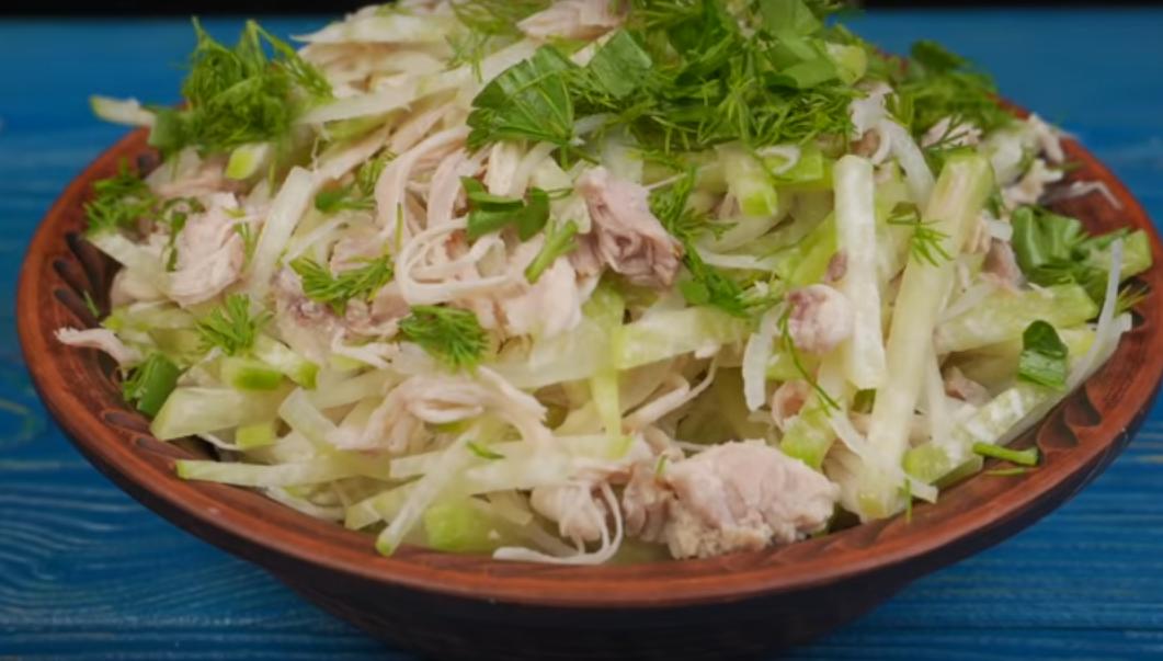 Салат из курицы с зеленой редькой
