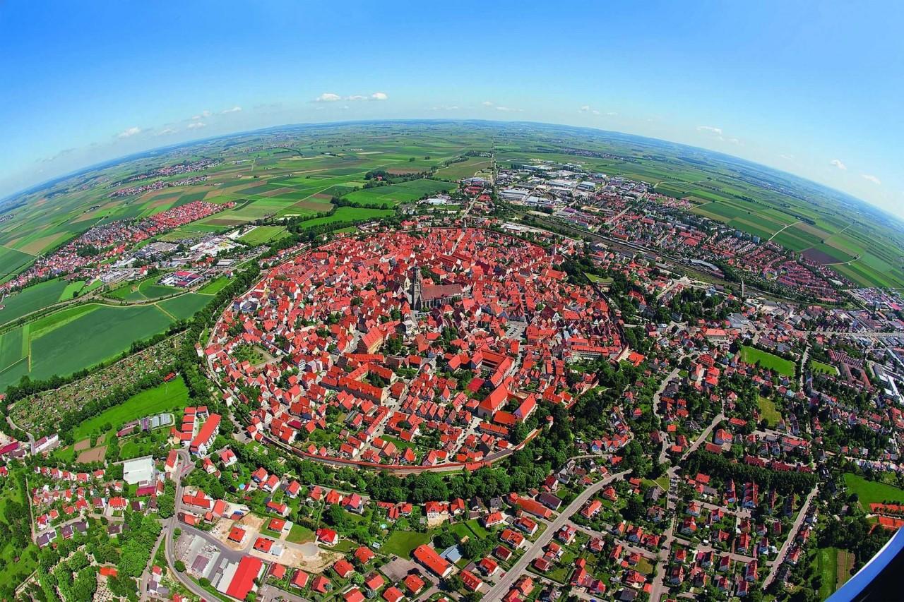 Город в кратере метеорита(14 фото)