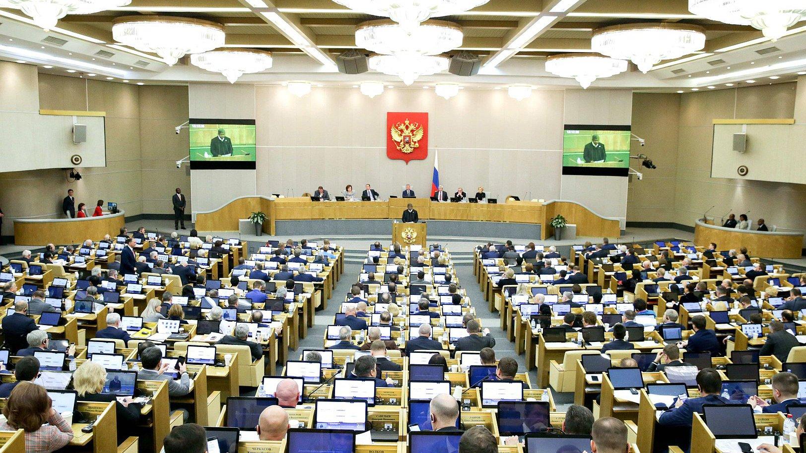 Депутат Власов предложил организовать раздельный сбор пластика в Госдуме