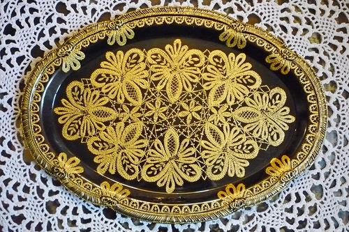 Золотое ришелье на посуде.
