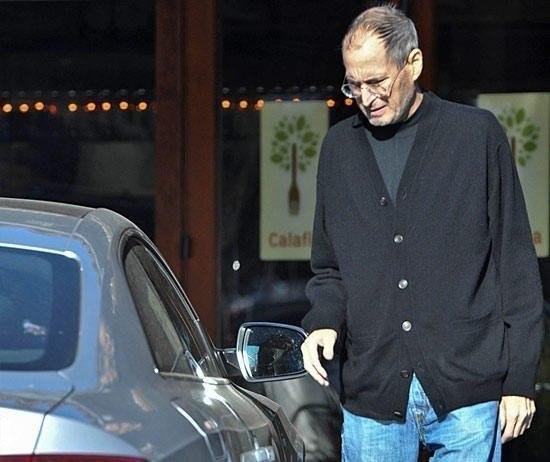 Стив Джобс ездил только на автомобилях марки Mercedes-Benz SL 55 AMG, причём без номерных знаков