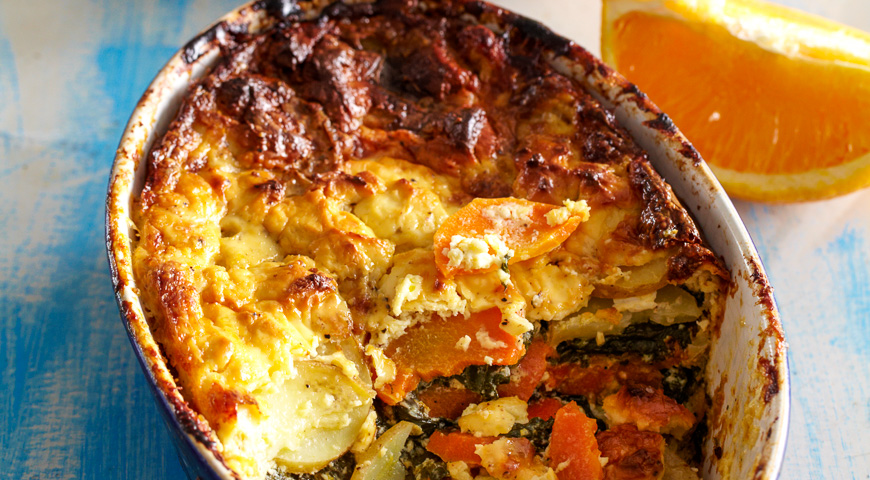 Запеканка из шпината, картофеля и моркови с апельсиновыми корочками