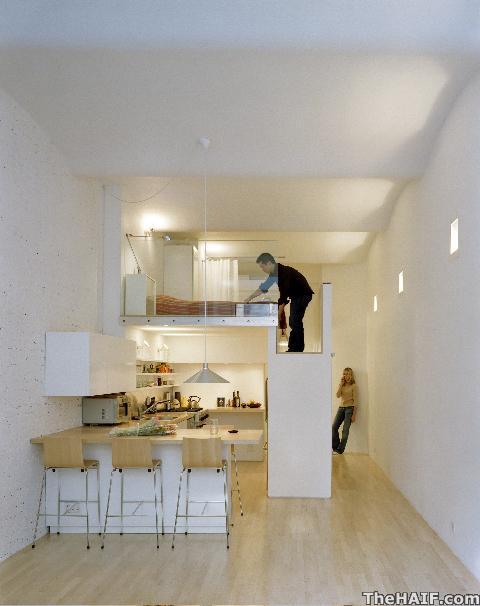 Двухуровневая конструкция:кухня, кровать, шкаф