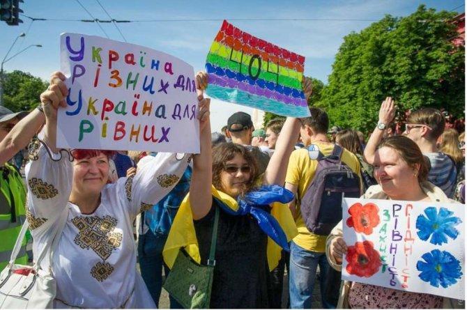 Здобулы: В новых украинских школьных учебниках гомосексуализм назван новой формой семейной жизни