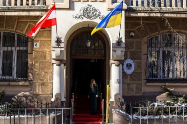 На Украине готовятся жестко и срочно наказать главу австрийского МИД за приглашение Путина