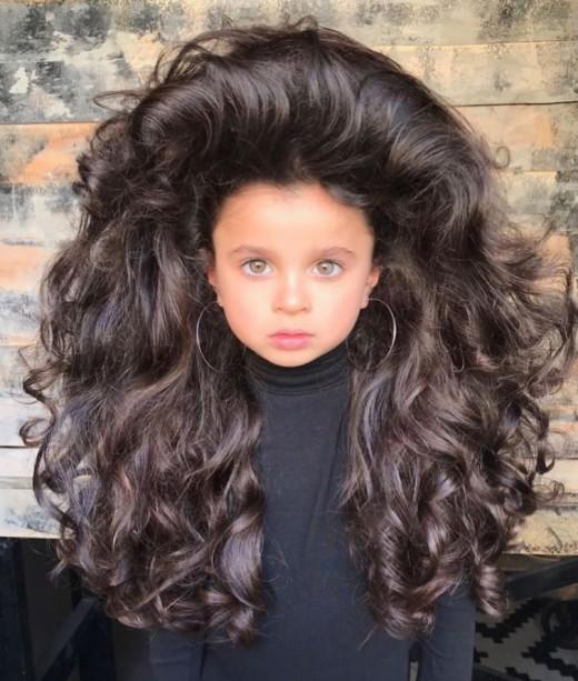 Миа Афлало — 5-летняя девочка, ставшая звездой Инстаграма из-за своих шикарных волос