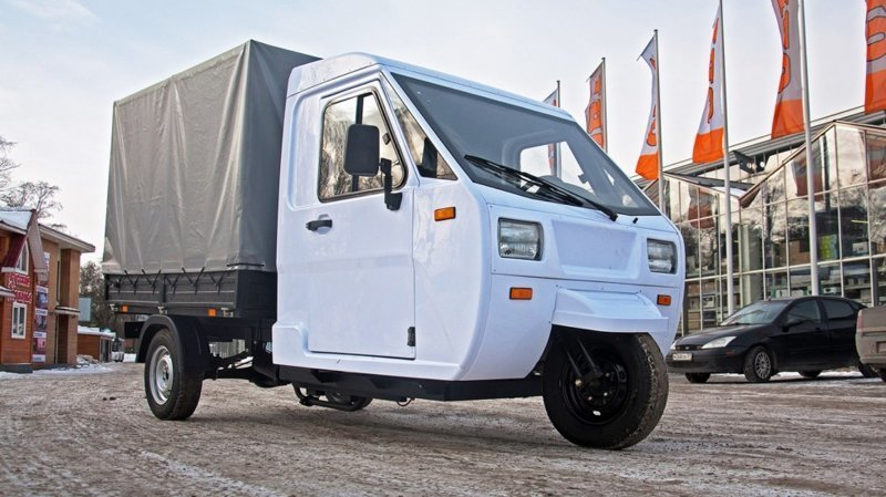 "Тонна в фургоне, задний мост от Шахи: первый тест-драйв грузового трицикла ""Шмель"""