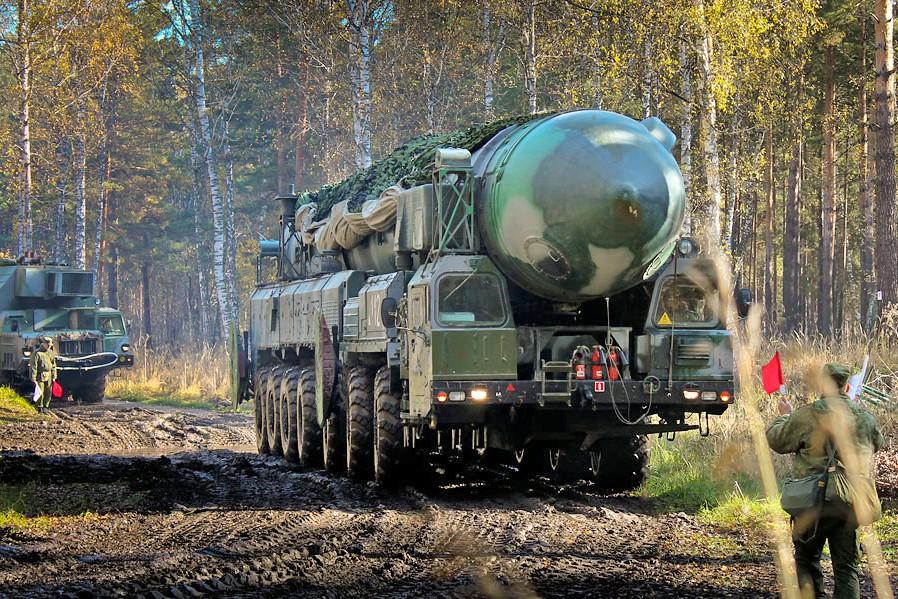 Ракетный КамАЗ «переехал» батьку Лукашенко