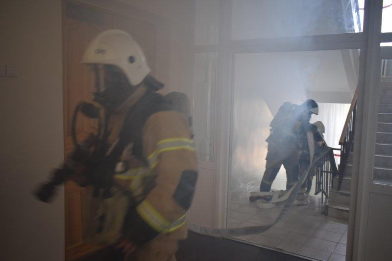 В Новосибирске в ночном пожаре погибла семья из трех человек