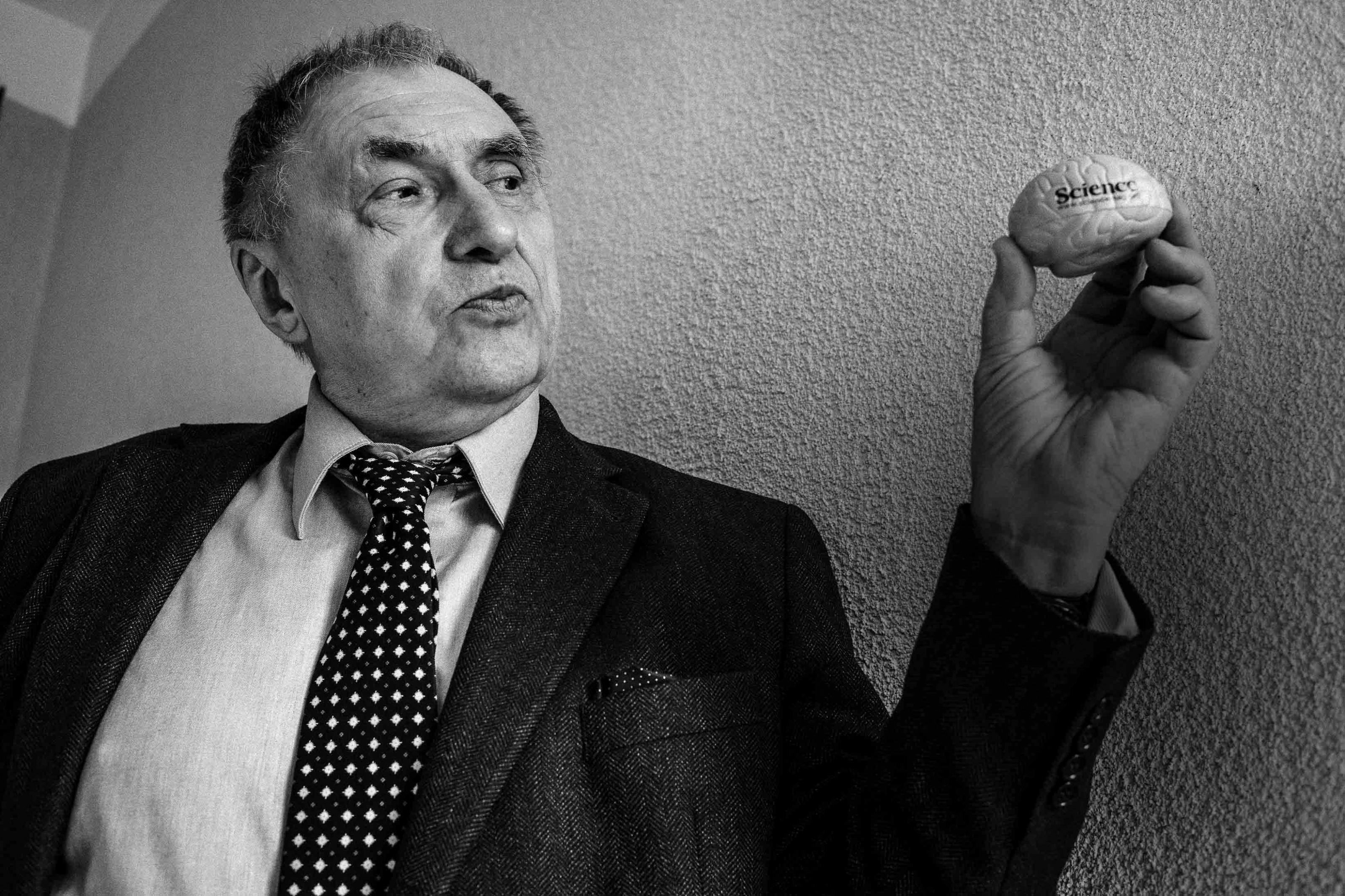 Олег Крышталь ( Украина ) : «Богатство человека должно измеряться не деньгами, а количеством нейронных связей»