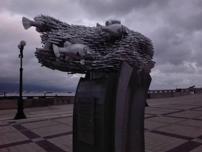 Рыбка, спасшая целый город: в Новороссийске открыли памятник хамсе