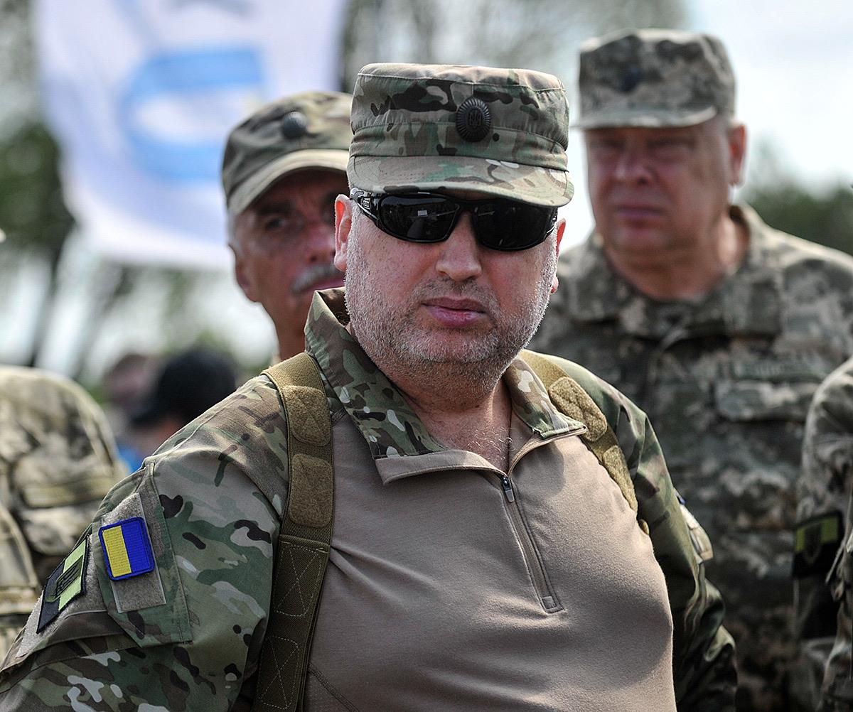 Как же кровавому пастору Турчинову хочется повоевать с Россией!