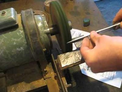 Как легко и просто заточить нож на наждаке