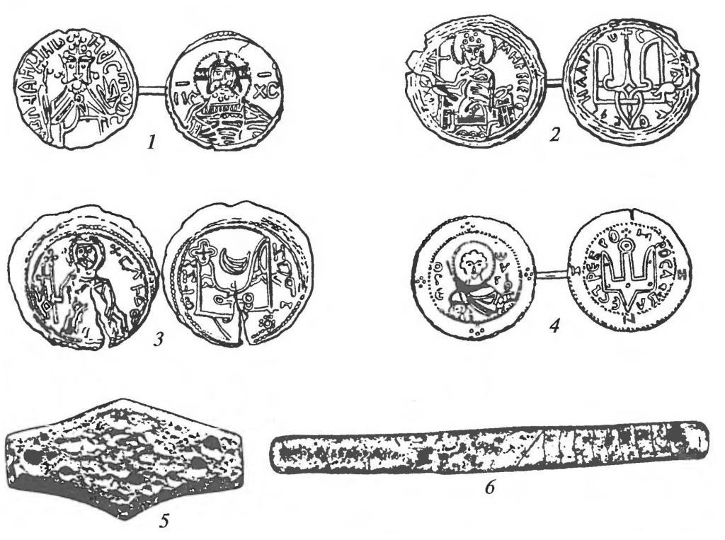 Монеты и денежные слитки: — монеты Владимира Святославича; 3 — монета Святополка; 4 — монета Ярослава Мудрого; 5 — шестиугольный (киевский) слиток; 6 — новгородский слиток («гривна серебра»)