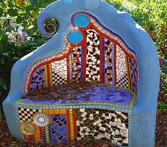 дачная скамейка с мозаикой