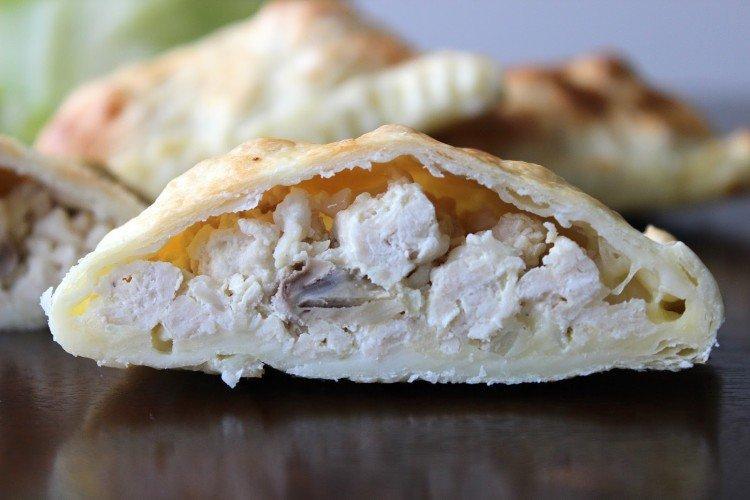 Начинка с курицей, луком и сыром