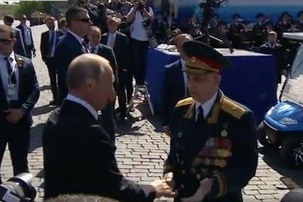"""Не простой ветеран, которого """"оттолкнули"""": Путин знаком с ним уже 2 года"""