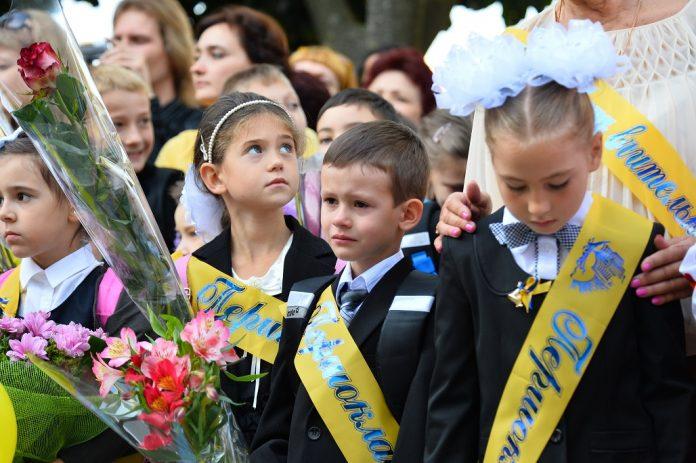 Минздрав Украины рекомендовал отменить школьные линейки на 1 сентября как «вредный советский пережиток»